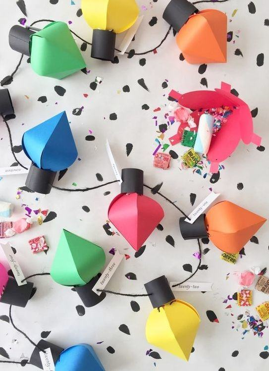 Imitação de luzes com papel colorido