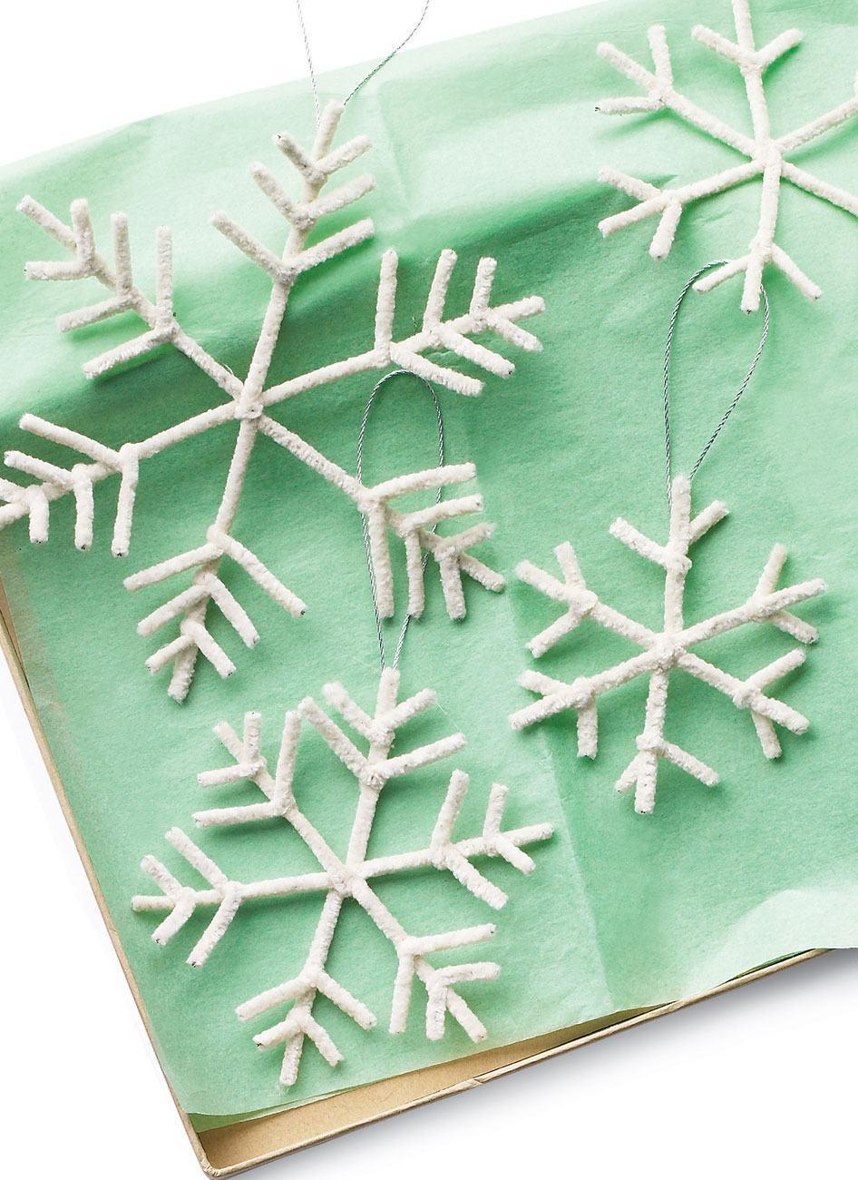 Decoração com flocos de neve feitos de tecido