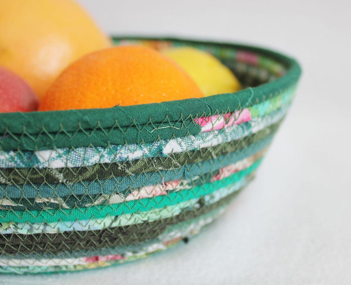 Fruteira colorida de tecido