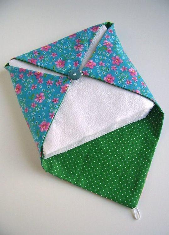 Porta guardanapo de tecido estampado florido com botão para fechar