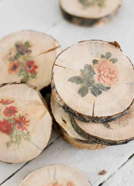 Porta copos de madeira com desenhos de flores