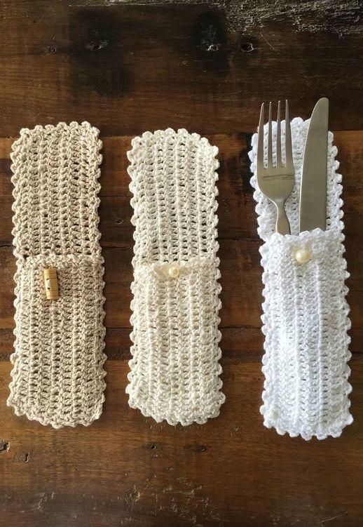 Lindos porta talheres feitos com crochê