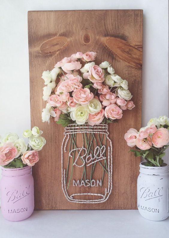 Enfeite de madeira com flores