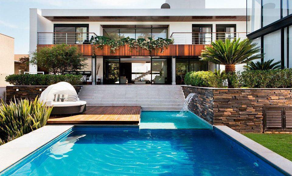 imagem u um projeto com a piscina em frente da casa