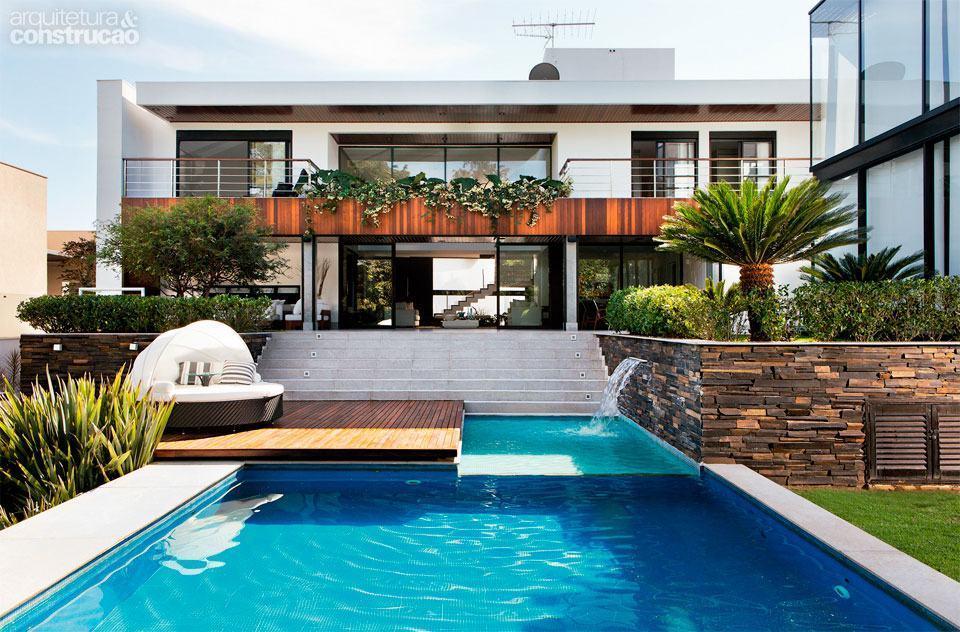 Casas com piscinas 60 modelos projetos e fotos for Modelo de casa x dentro