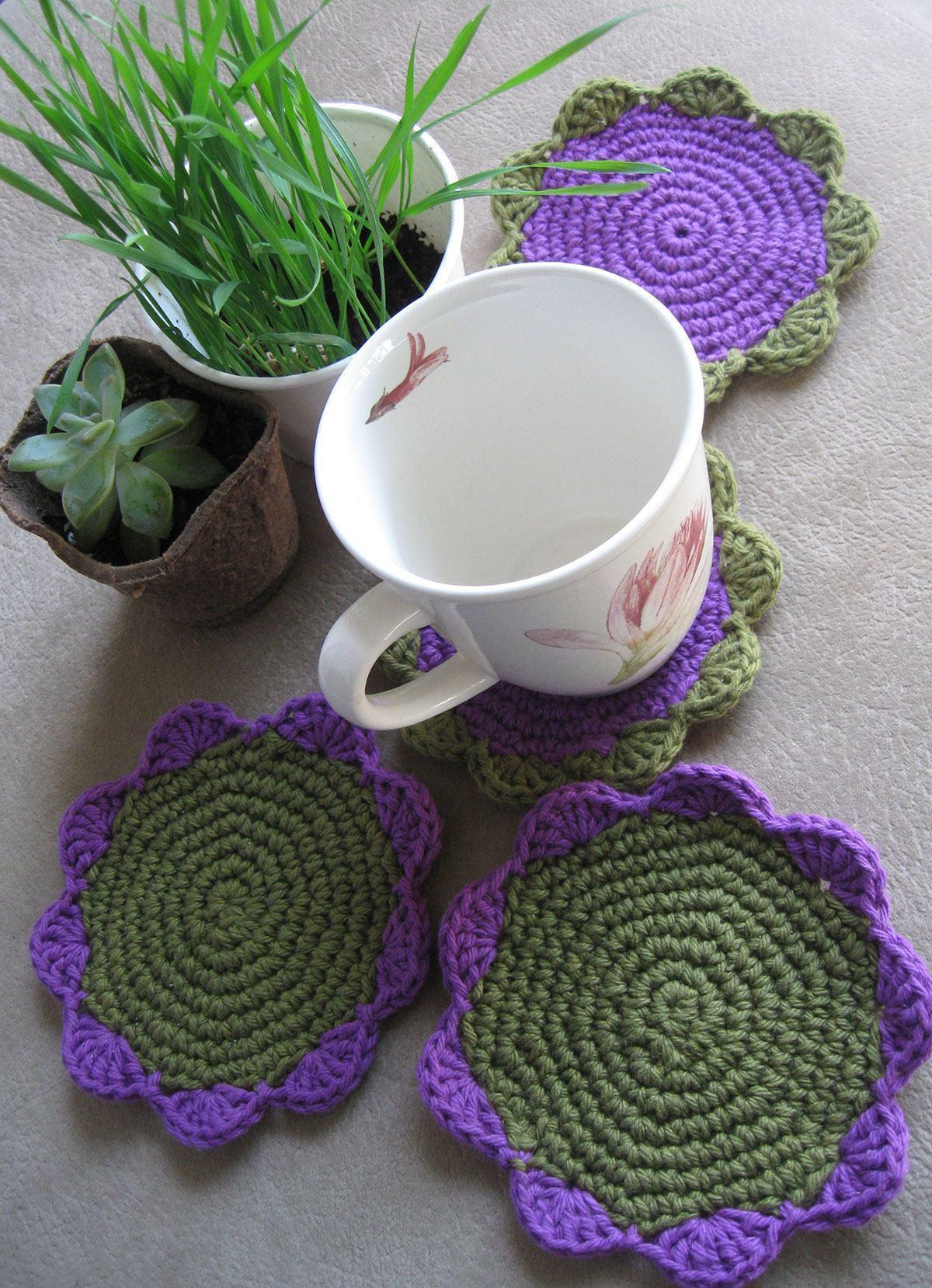 Porta copo em formato de flor de crochê