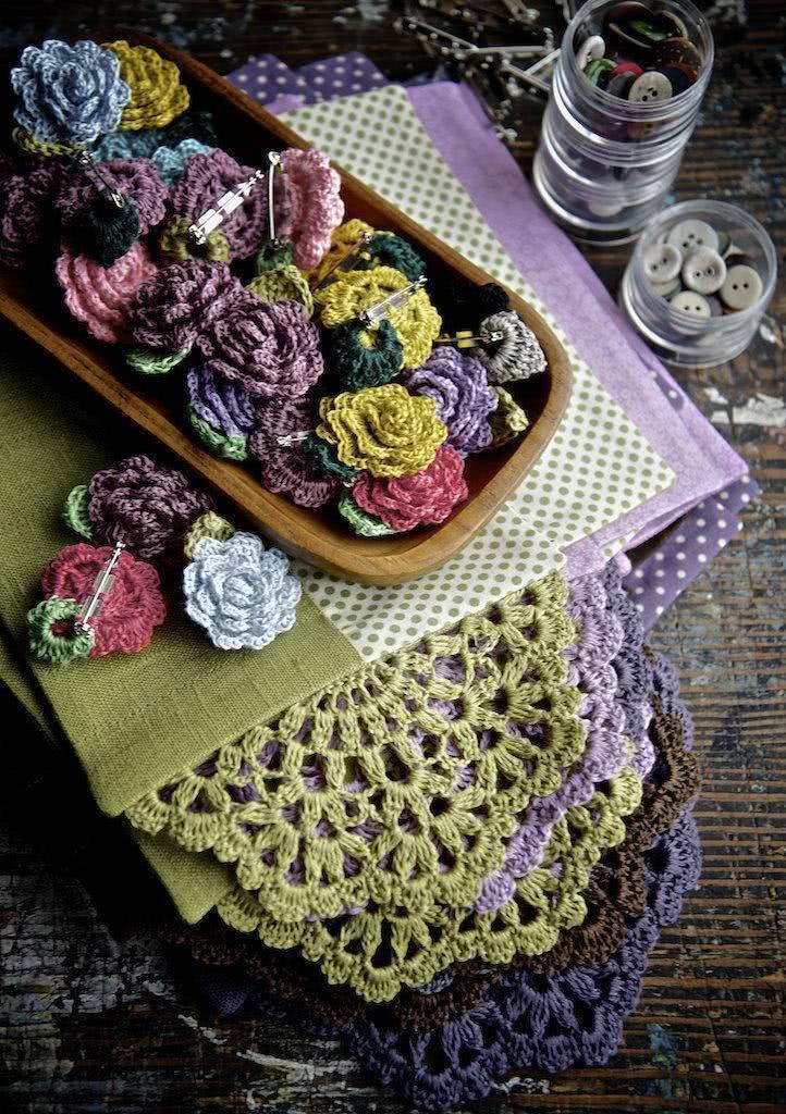 Flores de crochê coloridas