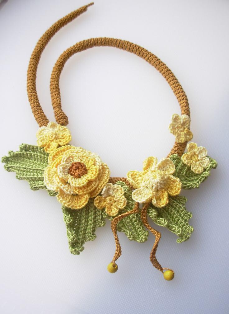 Flores de crochê amarelas