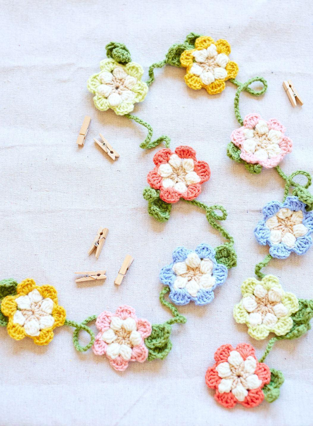 Flores de crochê com correntinhas