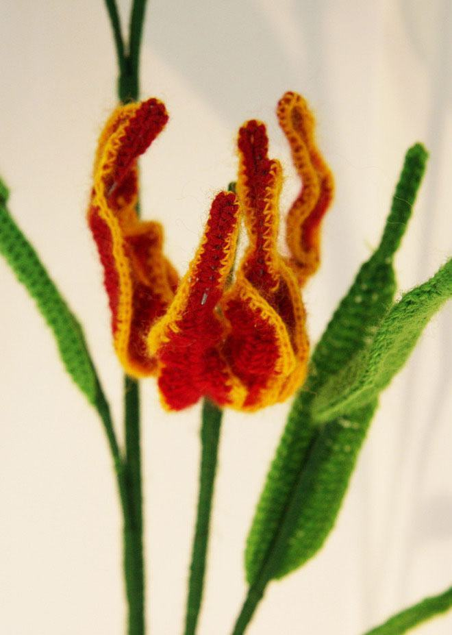 Flores que usam o barbante amarelo e vermelho