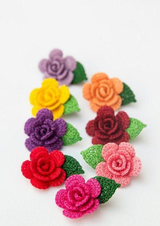 Mini flores de crochê coloridas