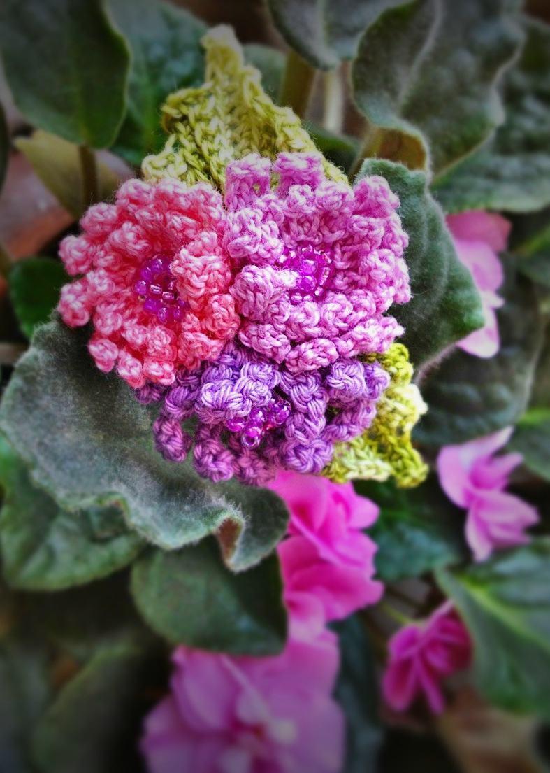 Mini flores com miçangas no miolo