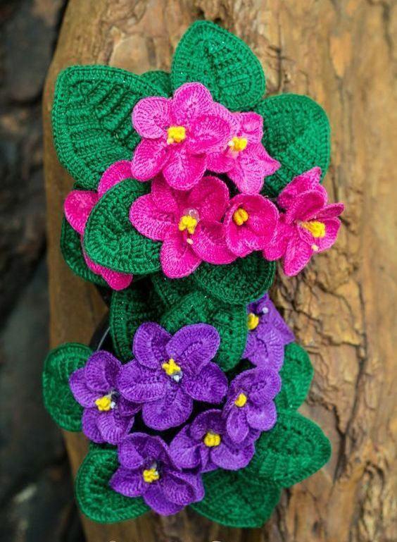 Românticas violetas pequenas em crochê