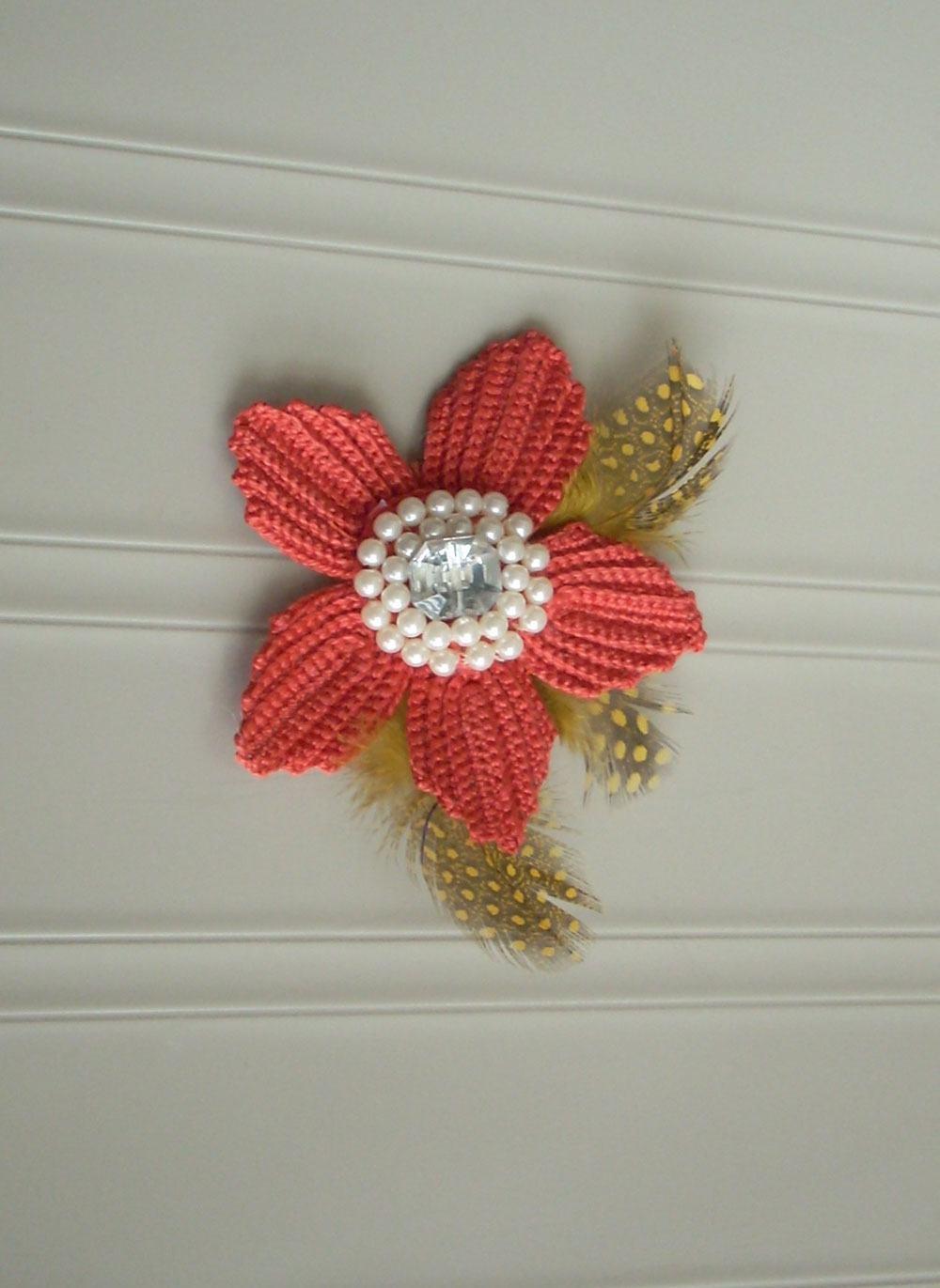 Flor de crochê com pétalas