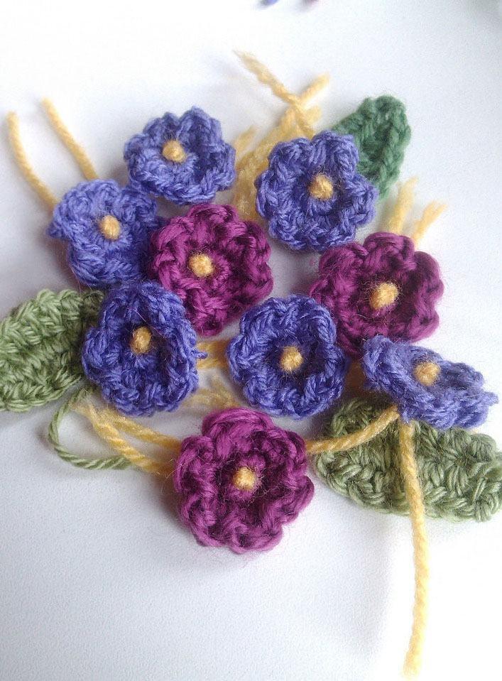 Pequenas flores básicas de crochê