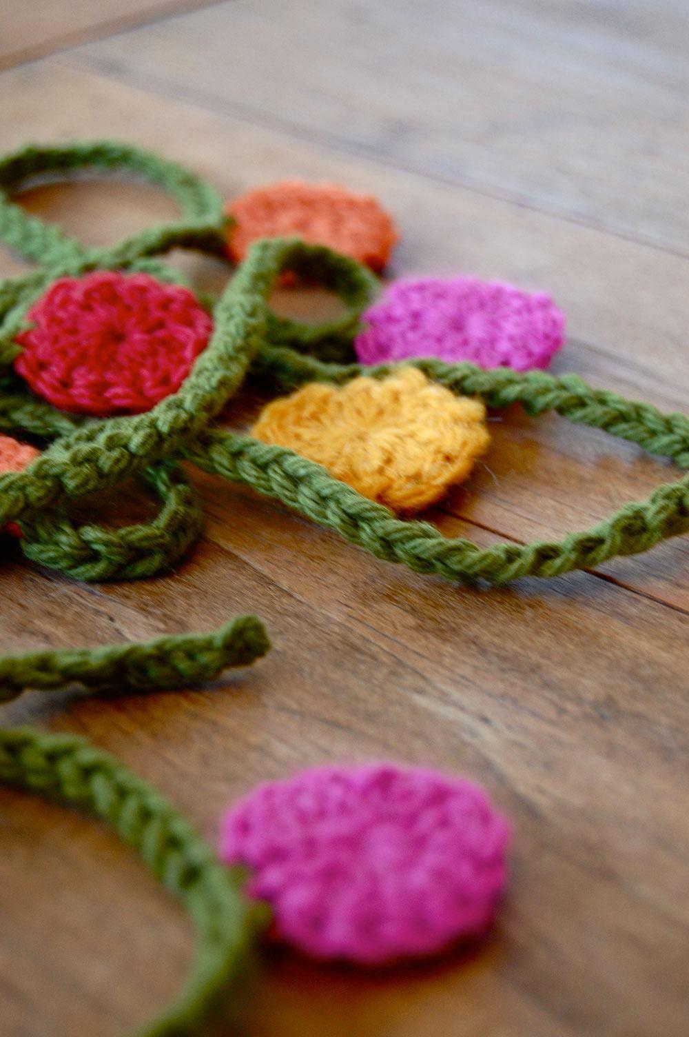 Deixe sua casa mais colorida com um móbile de crochê
