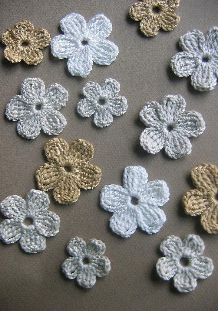 Flores de crochê pequenas