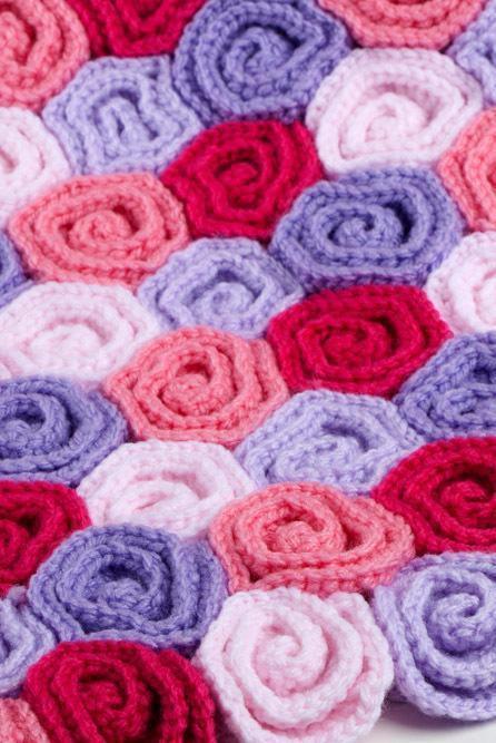 Enroladas na cor rosa e roxo (flores de crochê)