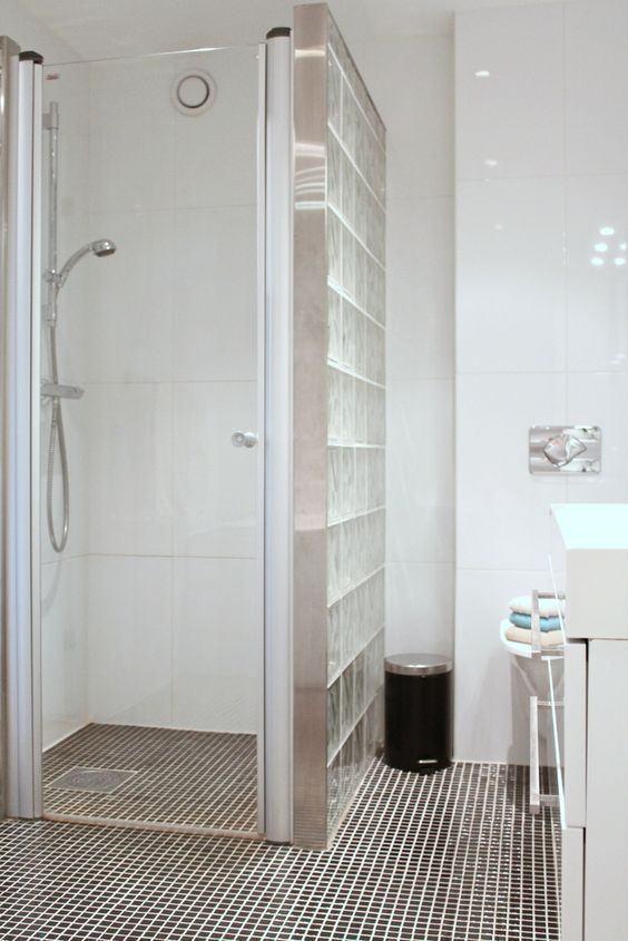 Tijolo de Vidro Modelos, Preços e 60 Fotos Inspiradoras! -> Armario De Banheiro Com Tijolo De Vidro