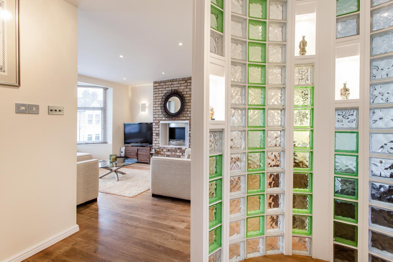 Tijolo de vidro modelos pre os e 60 fotos inspiradoras - Dividere una porta finestra ...