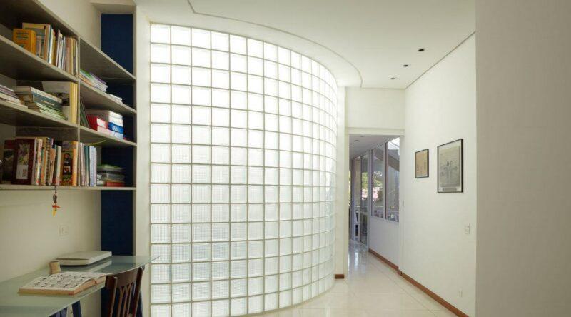 Tijolo de vidro: modelos, preços e 60 fotos inspiradoras