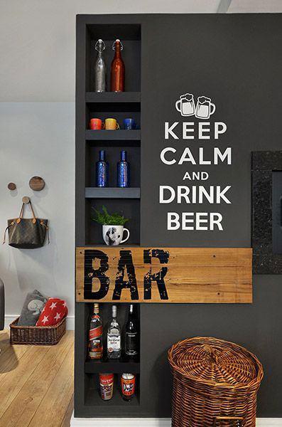 Bar na parede com estilo jovial