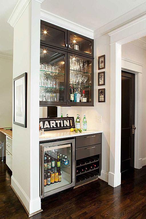 Bar de parede para sala de estar: dê uma função naquele cantinho pequeno de sua casa