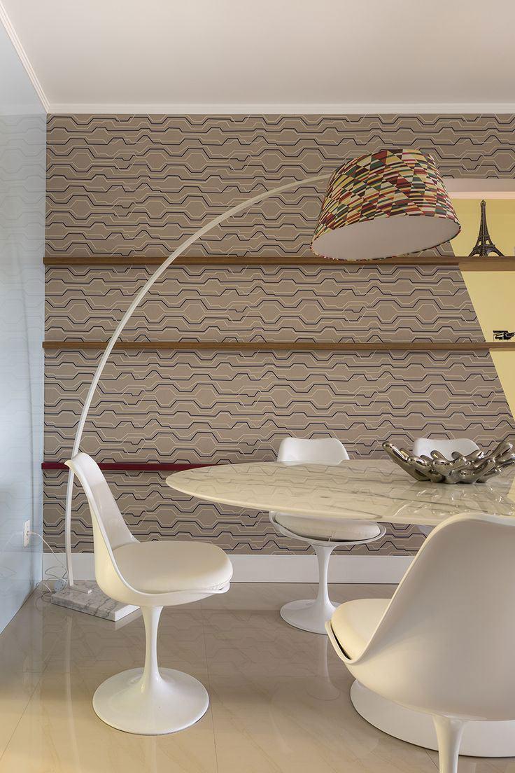 Sala de jantar com papel de parede bege