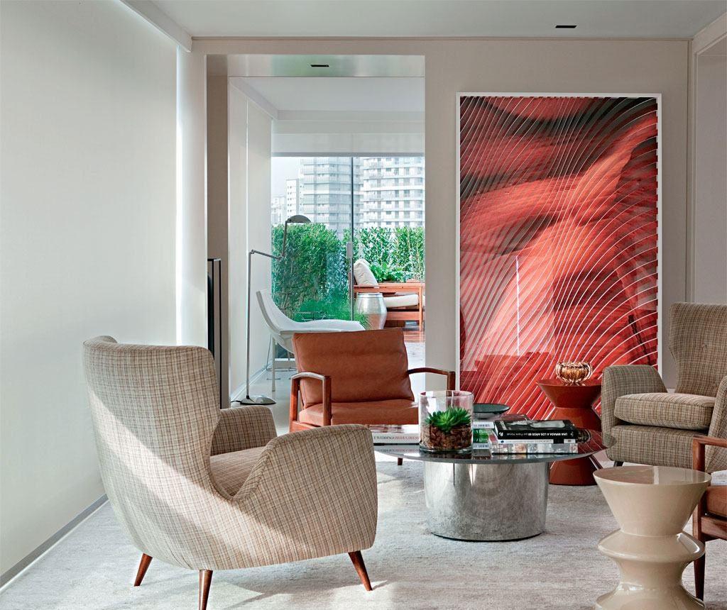 Sala de estar com parede bege