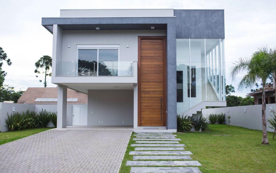 Casa com platibanda (telhado embutido) e varanda