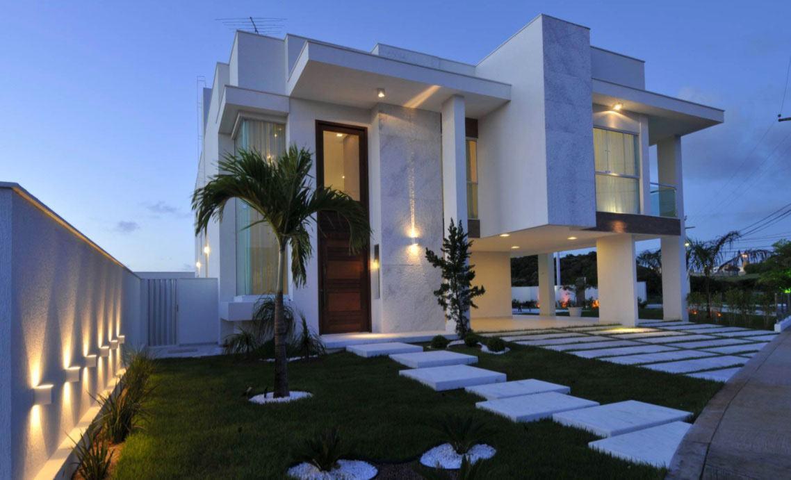 Casa contemporânea com telhado embutido