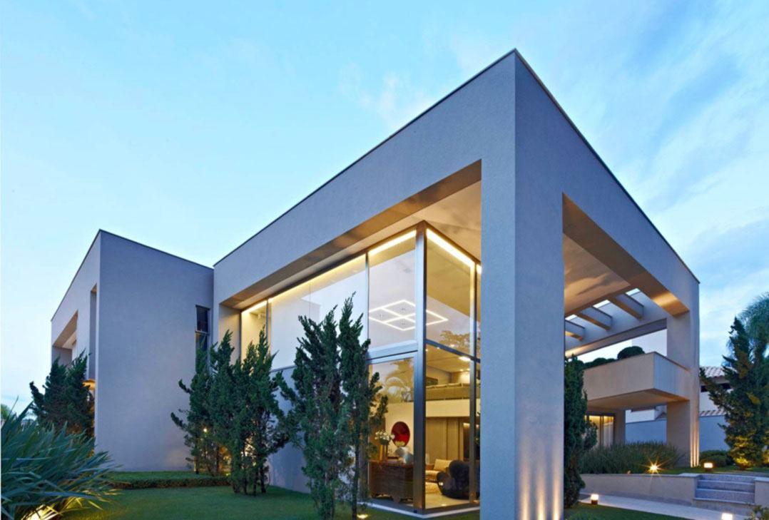Casa de vidro moderna com platibanda