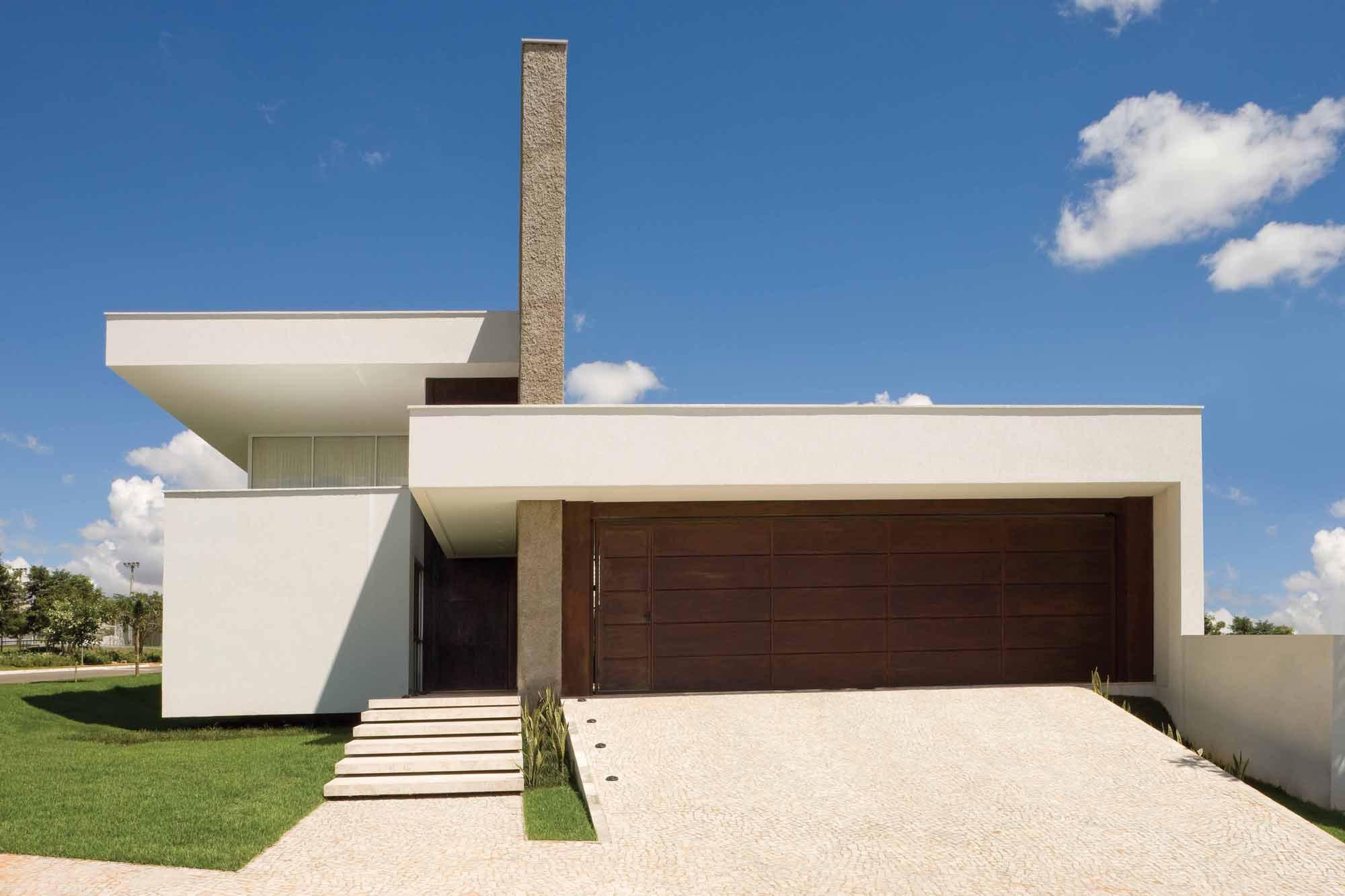 Casa com telhado embutido beiral