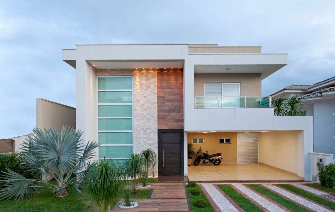 Casa com diferentes materiais na fachada