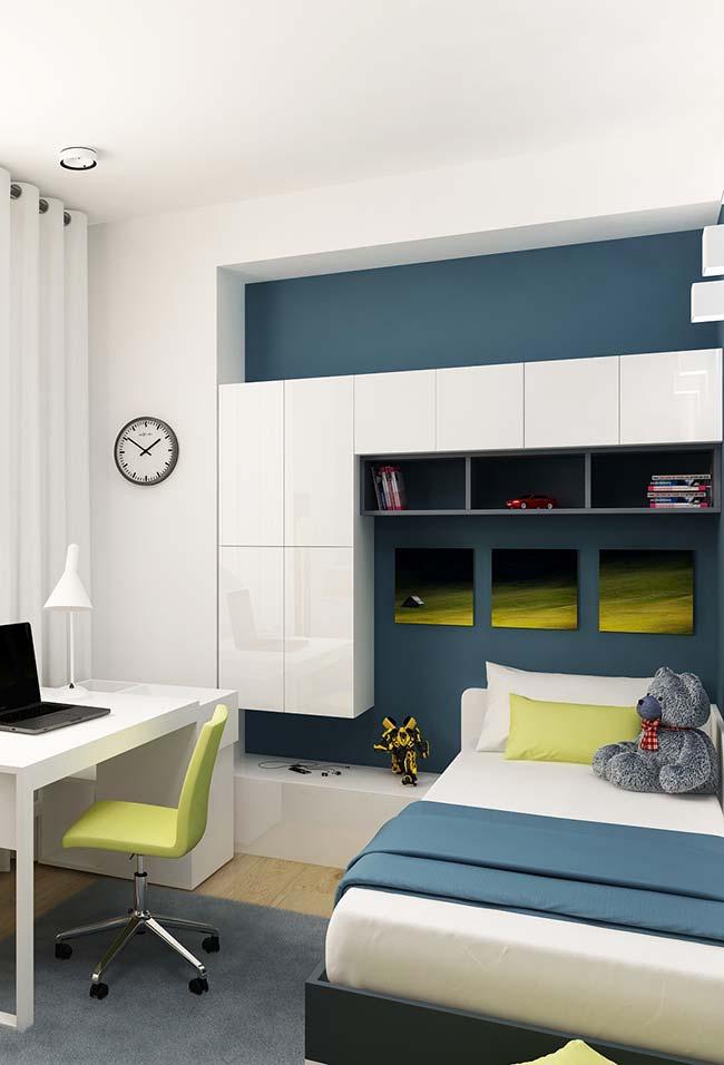 Quarto de jovem com escrivaninha e móveis planejados