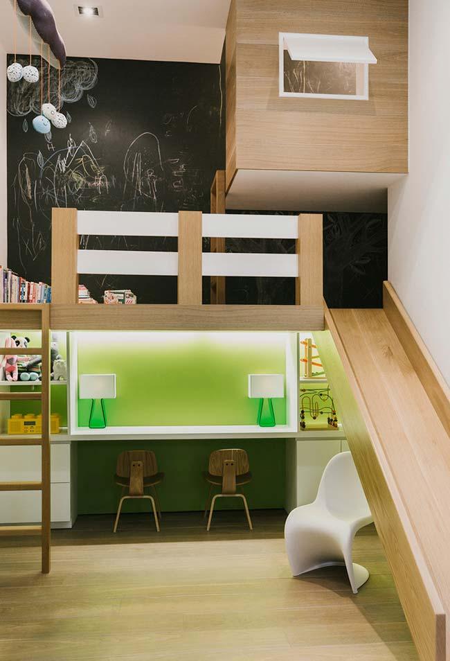 Decoração de quarto de menino com escorregador