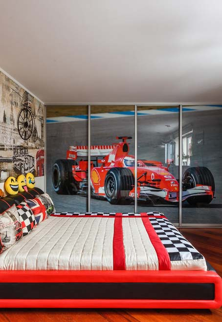 Decoração de quarto de menino para os fãs de fórmula 1