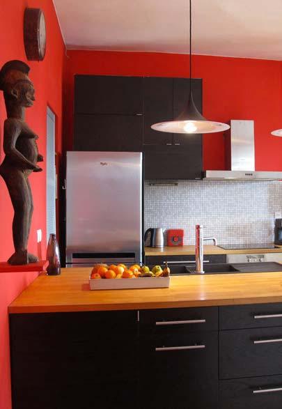 Parede vermelha na cozinha