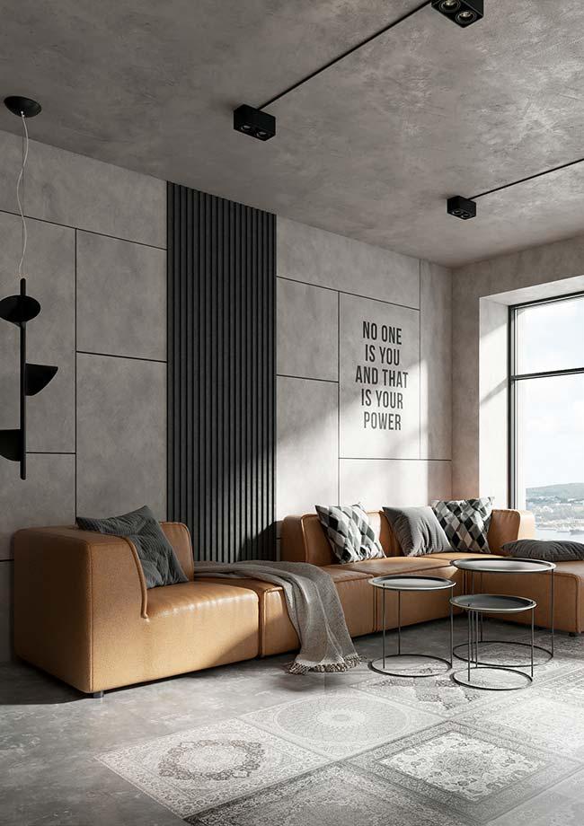 Mantas para sofá: modelo de couro caramelo com manta neutra para combinar com o restante da decor