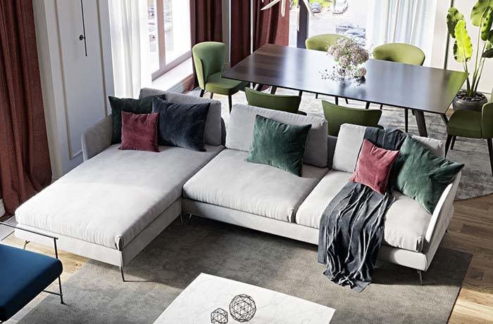 Sala moderna com almofadas e manta de veludo