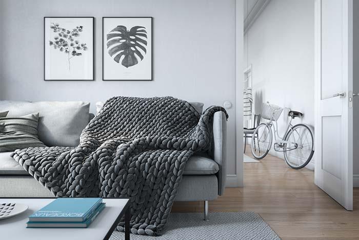 Manta cinza escuro de maxi crochê é puro charme e conforto para a sala