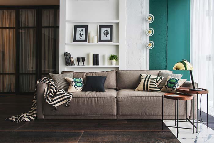 Mantas para sofá: combinar a cor e estampa da manta e das almofadas é a forma mais simples e descomplicada de acertar na decor