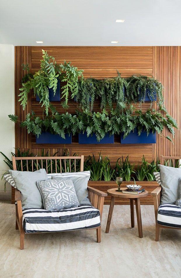 Revestimento amadeirado jardim vertical