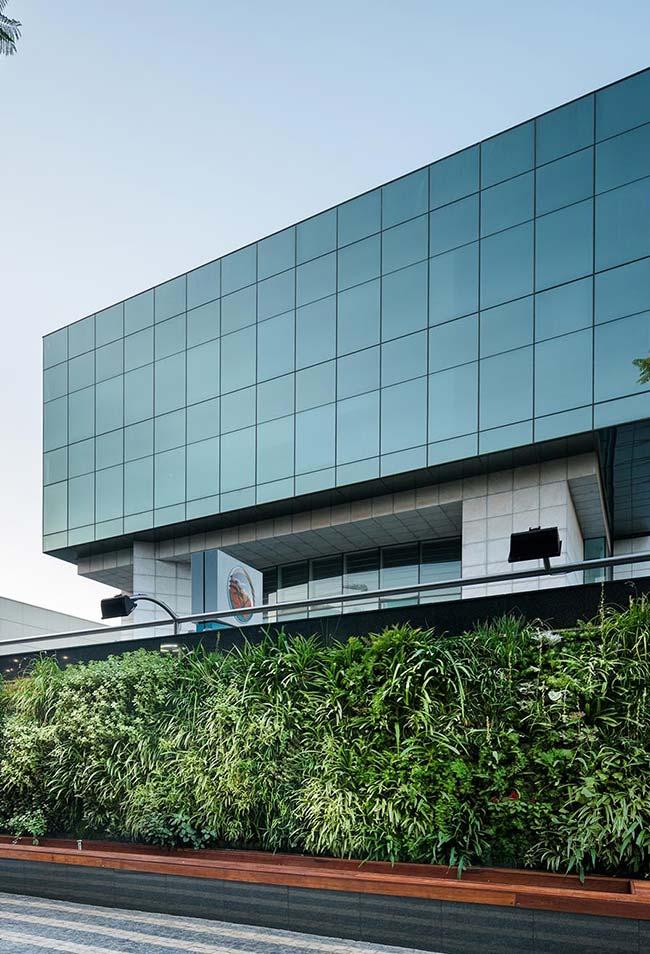 Muro verde traz vida e beleza para a fachada desse prédio