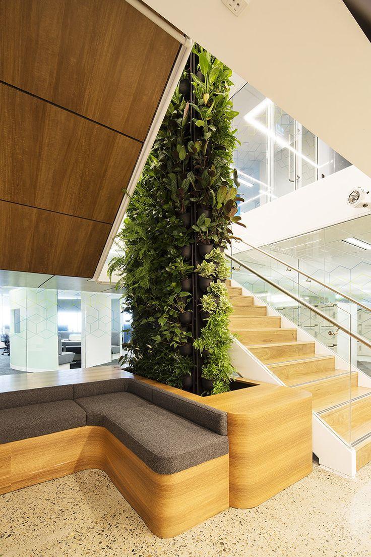 Ambientes sofisticados ficam ainda mais valorizados com a presença de jardins verticais