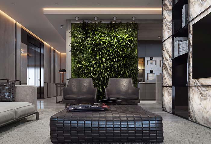 Sala sóbria e de tons neutros ganhou um parede inteira de plantas