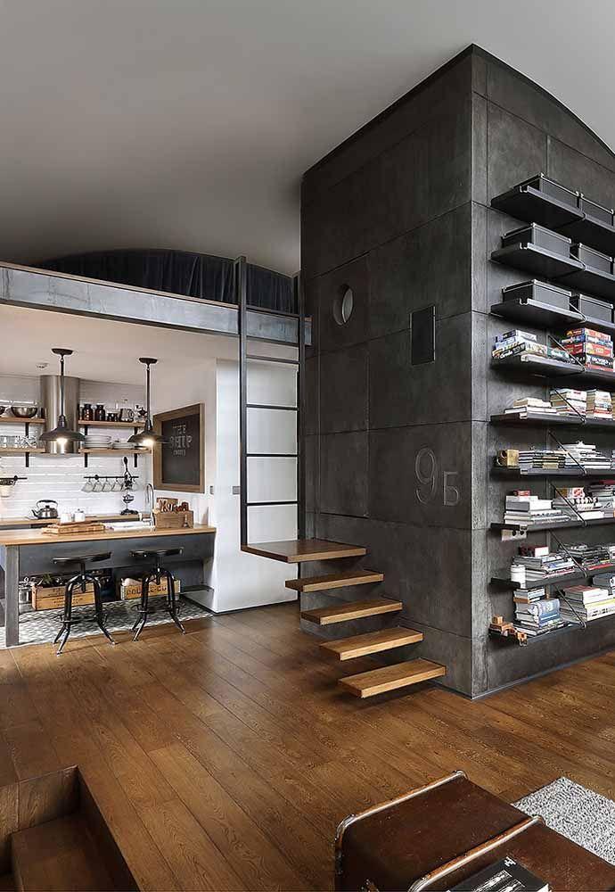 Nessa casa de estilo moderno e com visual despojado, o acesso ao mezanino é como uma brincadeira de criança