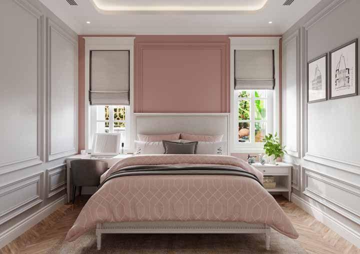 Romântico e delicado, esse quarto de casal traz a proposta nostálgica da década de 50 nas paredes, no piso e no criado mudo