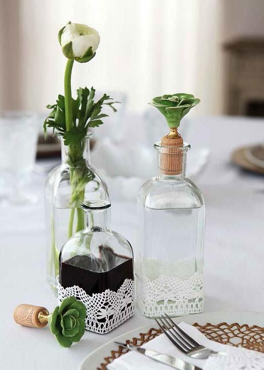 Renda em garrafas utilizadas como vaso