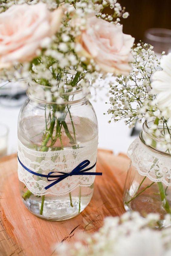 Decoração para a mesa de casamento com a delicadeza da renda
